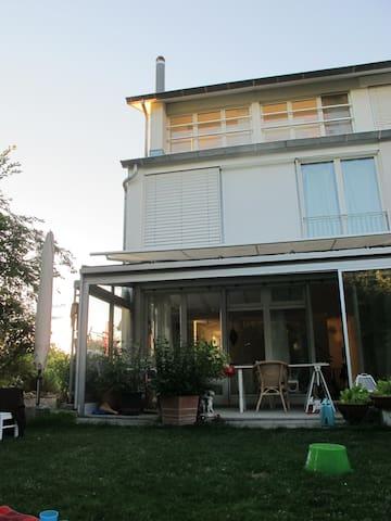 Stadtnahes Haus im Grünen für bis zu 6 Personen - Hedingen - Maison