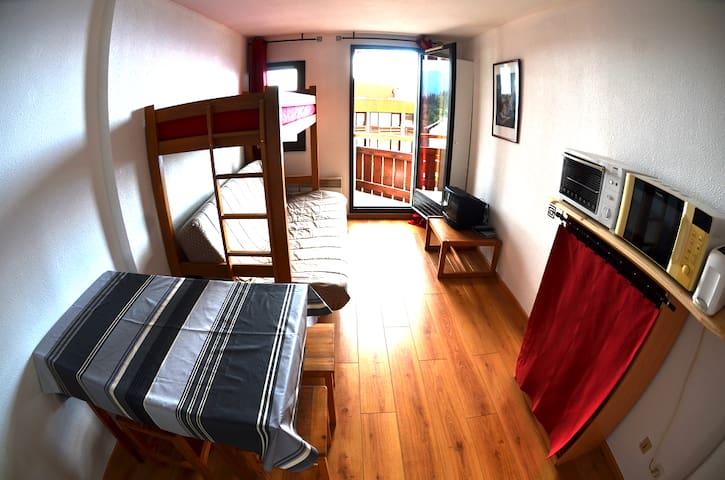 Studio avec balcon au SKI à PETIT PRIX aux 7 laux - Les Adrets