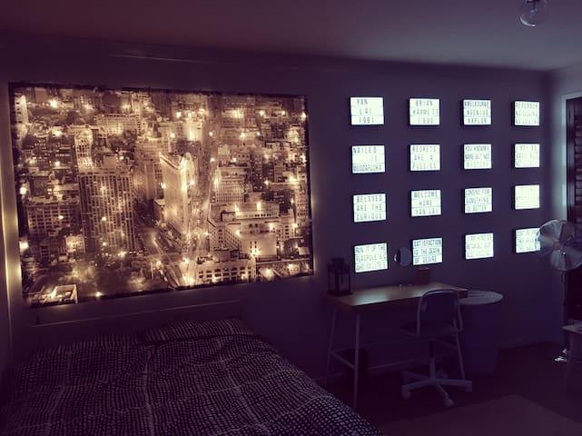 New York Room - Cranbourne North - Ev