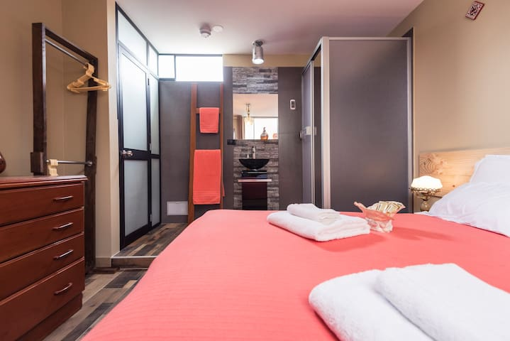 Perfect Room Away from Home Close to Everywhere - Lince