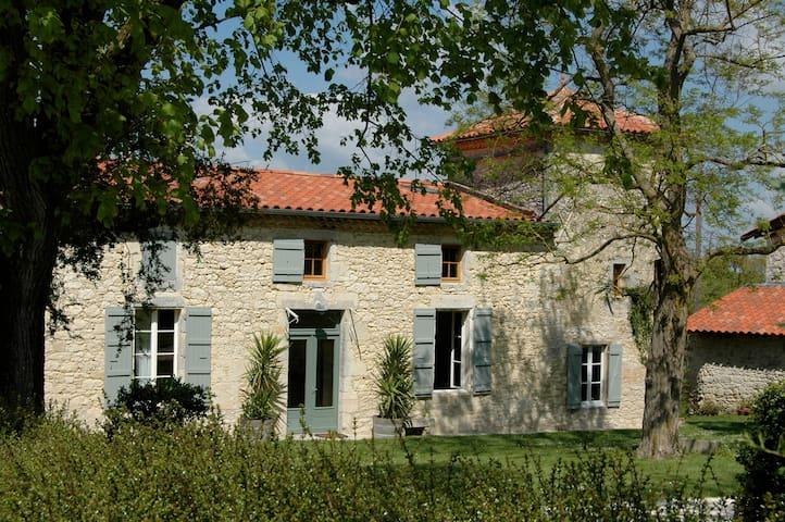 Gîte de charme des Burguères - Saint-Léonard - Hus