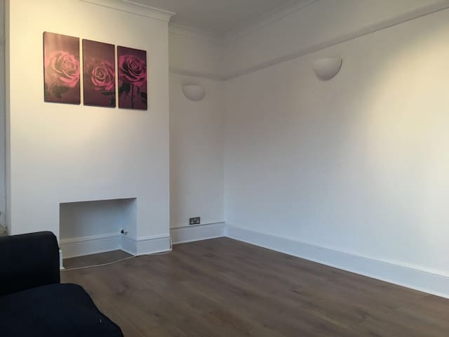 A NEWLY REFURBISHED APPARTMENT - Watford - Pis