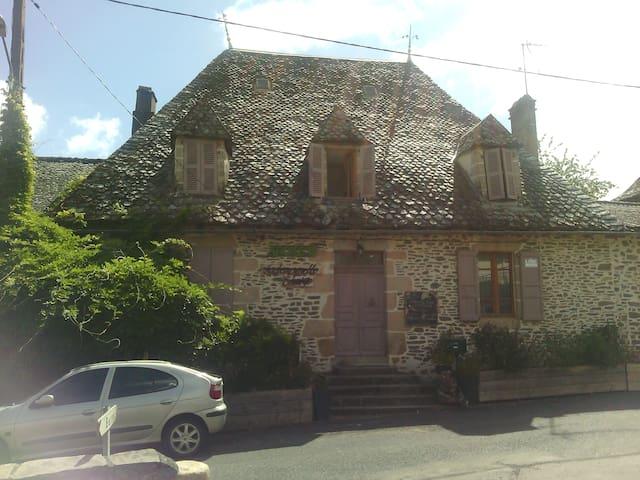 Maison de caractère typique Auvergnate - Laroquebrou