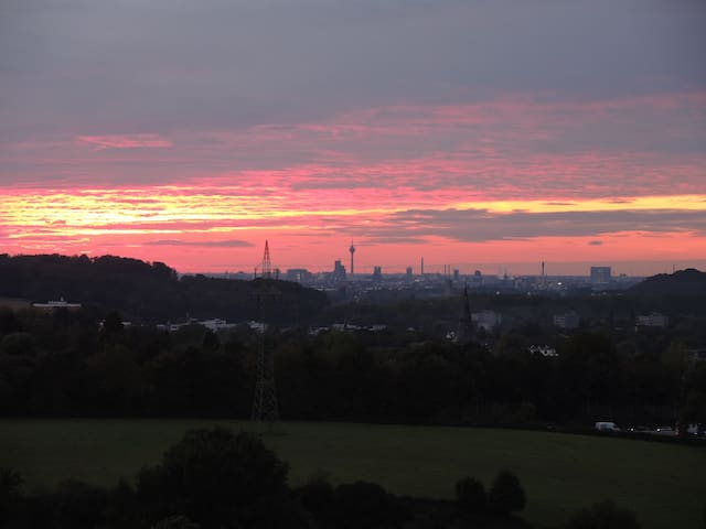 Beautiful view from 100sqm apartment to Dusseldorf - Erkrath - Leilighet
