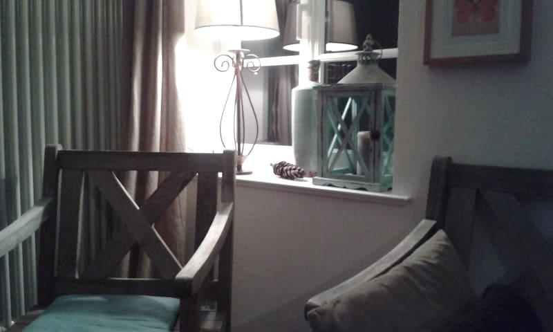 Schönes Zimmer in alter Schule - Hattert - Daire