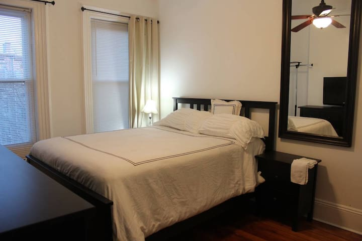Private Room , 20Min to Manhattan - Jersey City - Casa