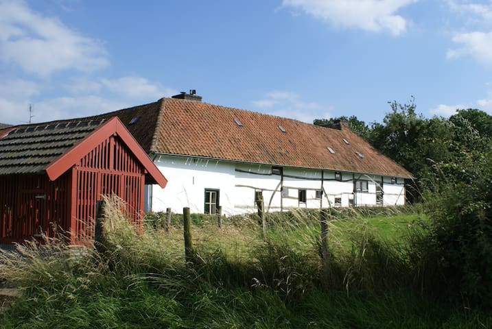 Romantische vakwerkboerderij met vrij uitzicht. - Klein Welsden - Maison