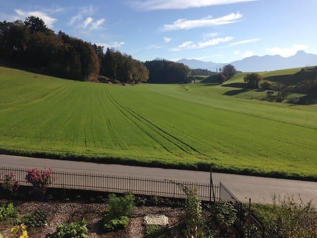 Zwischen Wiesen und Felder - nahe von Bern & Thun - Wichtrach