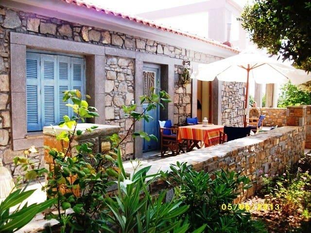 Παραδοσιακή πέτρινη μονοκατοικία - Nea Koutali - Casa