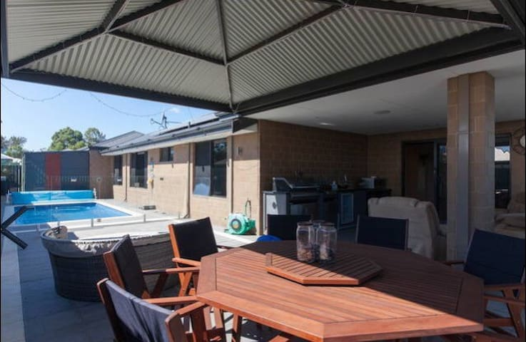 ModernPrivate KingBR nearby Airport - Forrestfield - Casa