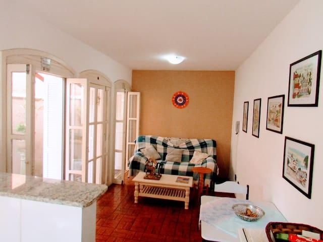 01 Dormitório próximo a praia - Torres - Appartement