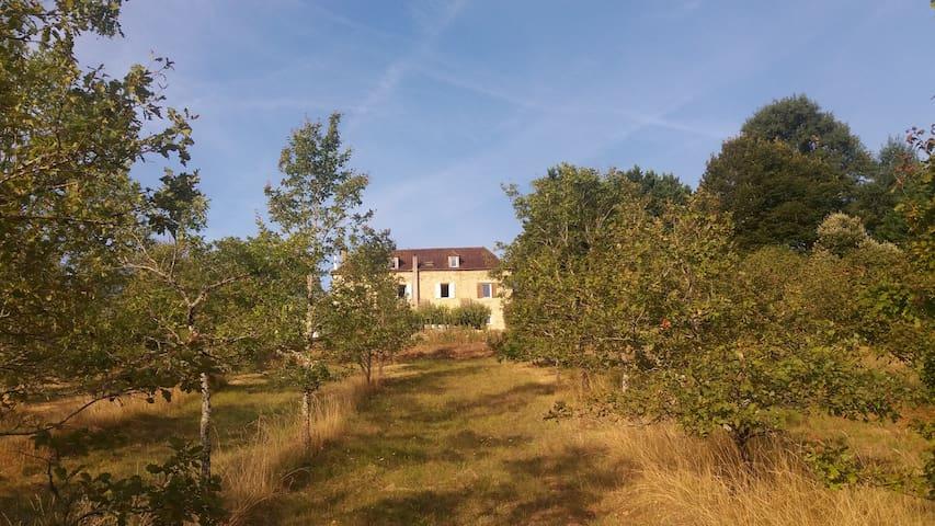 Maison de la Grèze chambre ds maison-forte du 19em - Les Farges - Ev