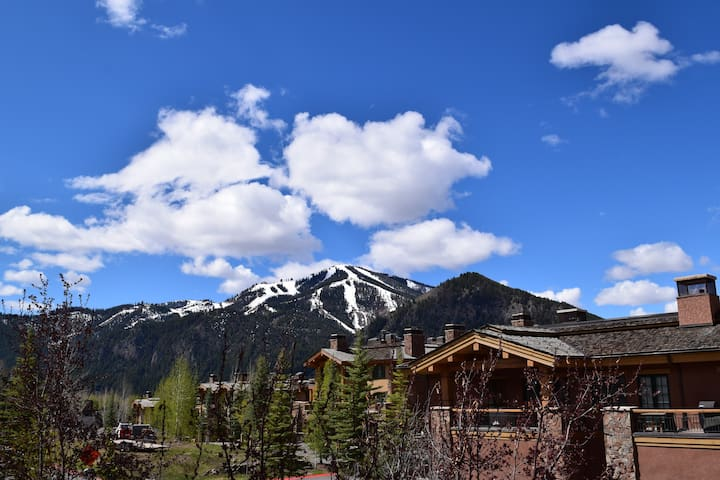 Spacious 2-story with Baldy views! - Sun Valley - Condo