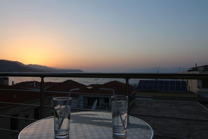 """Flat/Apt """"Sunset"""" panoramic seaview - Derveni, Evrostina - Daire"""