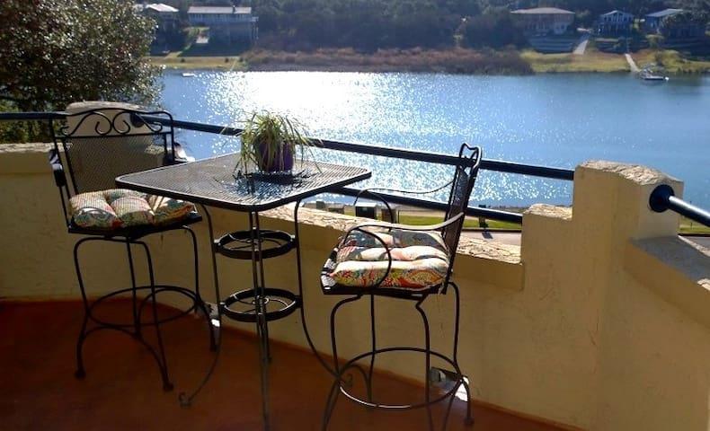 Casita on the Cove-- Lake Travis at The Island - Lago Vista - Appartement