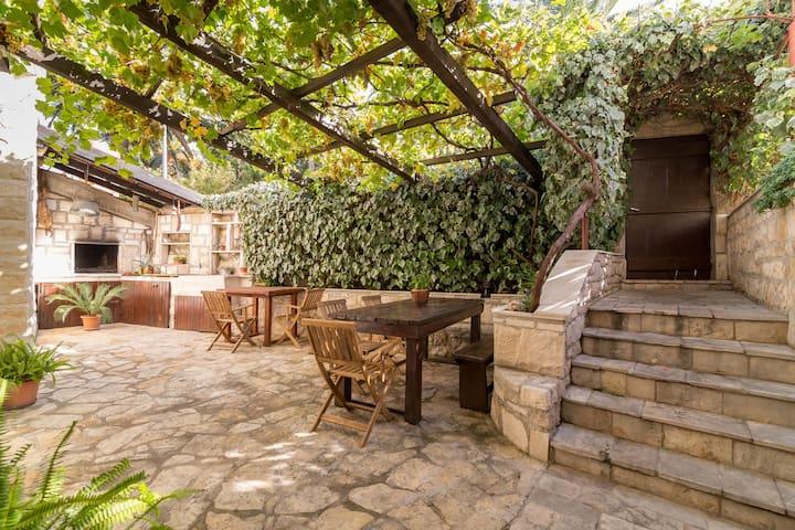 Great Apartment+outside fireplace! - Supetar - Lägenhet