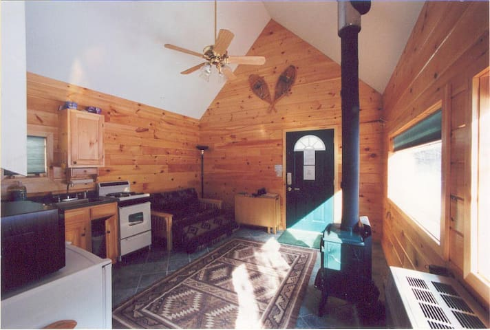 Guest cabin at the Creekside Cabins--Close to Gore - North Creek - Kisház