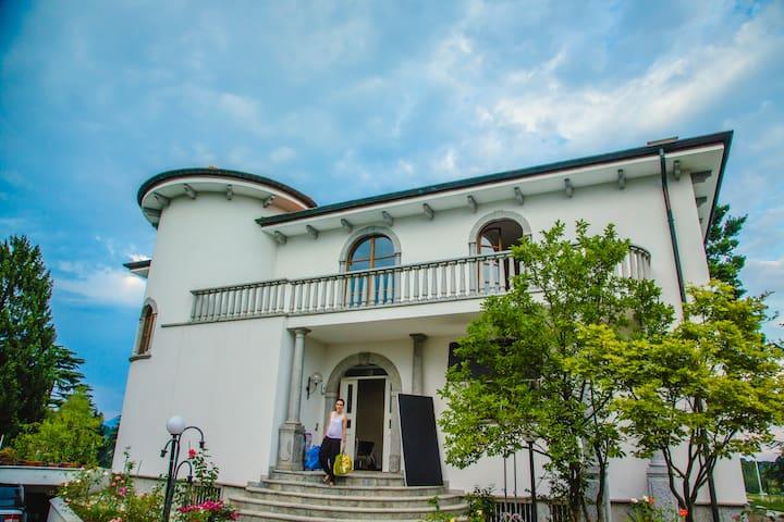 Moderna ed elegante villa a Carate Brianza. - Carate Brianza - Villa