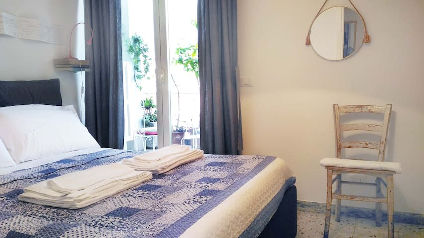 Art Timeline (with private balcony) - Rome - Appartement en résidence