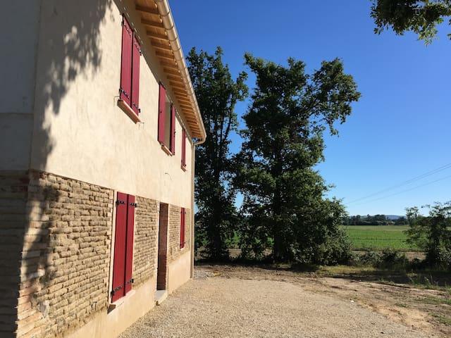 Gîte jusqu'a 8 personnes avec vue sur les vignes - Albias - Huis