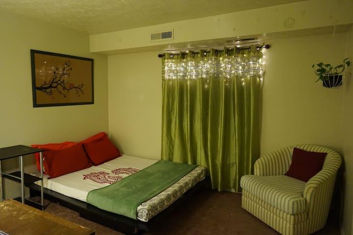 Apartment at KSU - Kent - Lägenhet