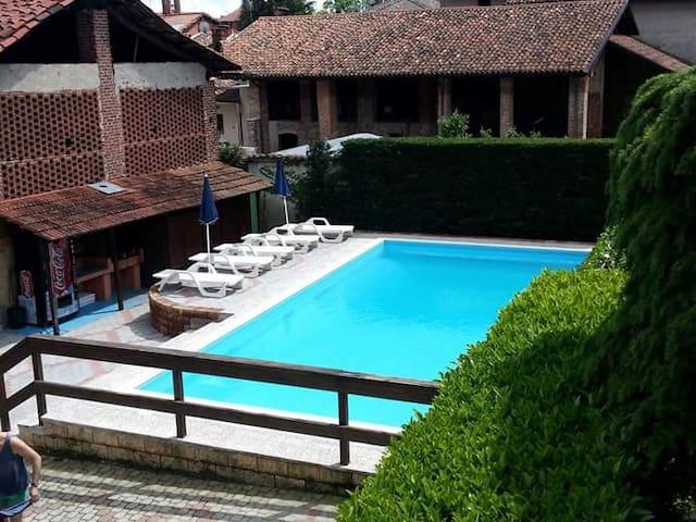 B&B rustico con piscina nel cuore del Canavese - Agliè - Гестхаус