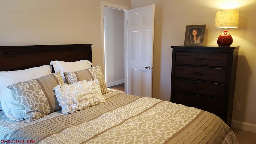 Private bed, bath, garage parking and free wifi - Centennial
