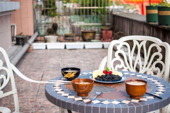 西湖区落地窗花园房 送温馨早餐 提供有趣玩乐指南 独立设计师 房主爱旅游 - Hangzhou