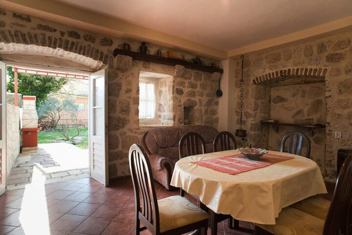 Risan.. 2BDRM... with barbecue - Tivat - Huis