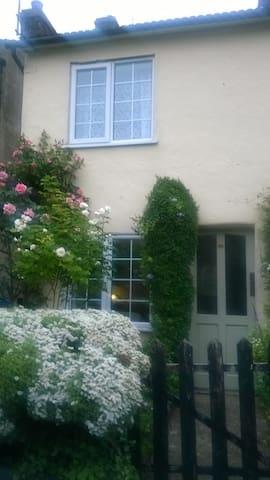Charming Cottage nestled in Edlesborough village - Eaton Bray - Hus