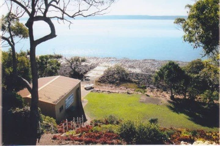 A Charming Waterfront Room (1) - MacLeay Island - Hus