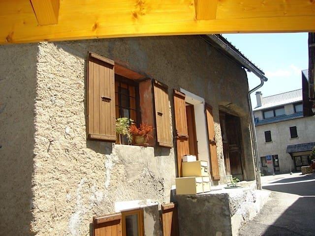 petit duplex cosy dans maison - 蒙德朗(Mont-de-Lans)