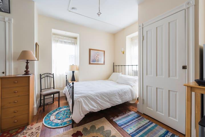 Pleasant Spacious Private Room - Langhorne - Bed & Breakfast