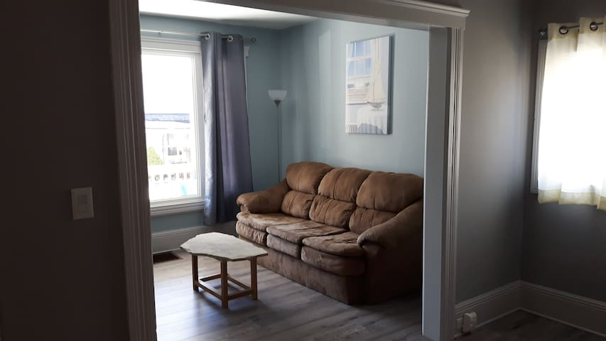 Welland Canal retreat. Quiet and private ! - Welland - Hus