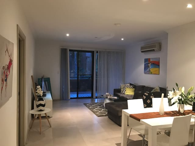1 large bedroom with own bathroom - Cremorne
