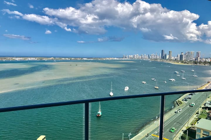 Stunning Ocean Views Broadwater Apartment - Labrador - Appartement