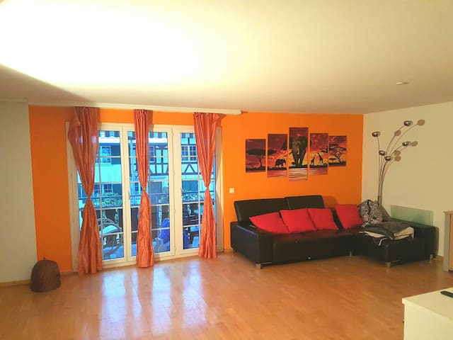 Gemütliche Wohnung inkl. Parkplatz - Neerach - Lägenhet
