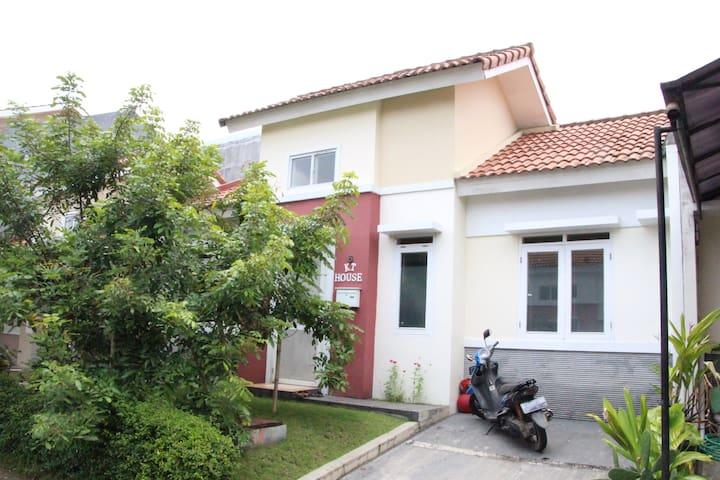 KT House for your comfort stay at Bandung suburbs - Padalarang - Casa