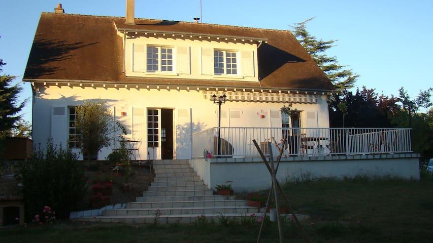 Chambre indépendante à  10 km du zoo de Beauval - Thésée