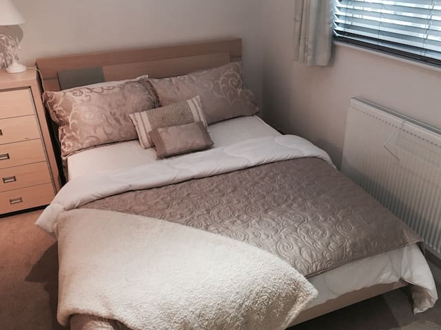 Double Room Near Park Gate & Whiteley - Fareham