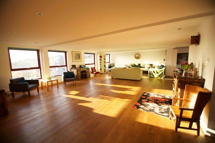 Double room & private ensuite in sunny penthouse - Glasgow