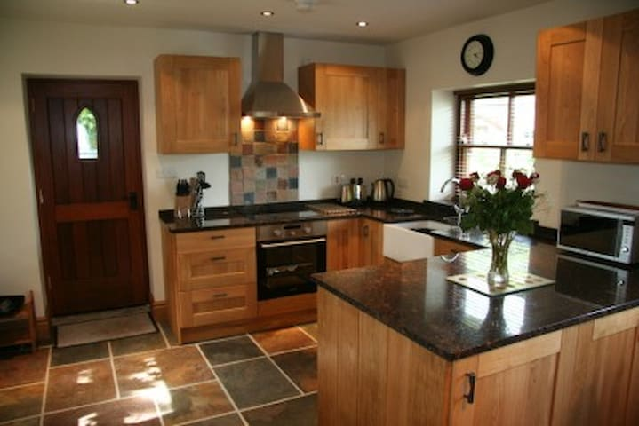 Beautiful Rural Converted Barn in National Park. - Ashbourne - Huis