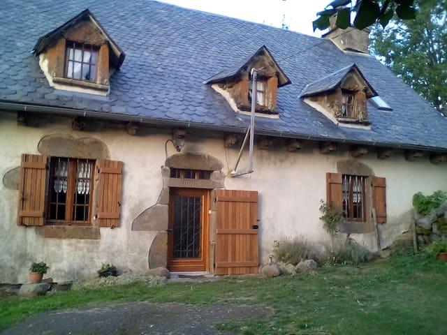 maison traditionnelle auvergnate - Menet - Casa