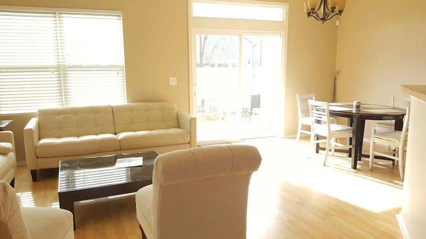 Cozy Room near RTP in morrisville - Morrisville - Adosado
