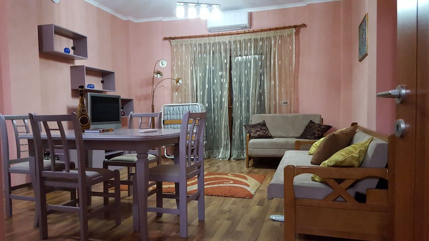 Home in Korca, Albania with 2 rooms - Korçë - Lägenhet