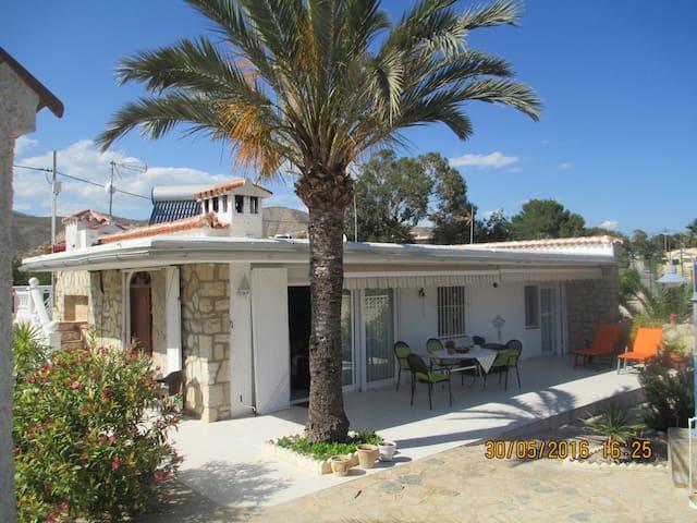Pretty casa by the sea w/big garden - El Campello - Huis