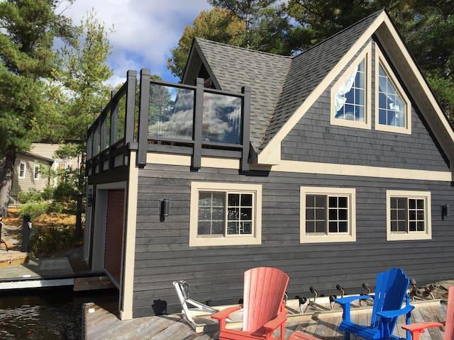 Charming lakefront muskoka cottage - Coldwater