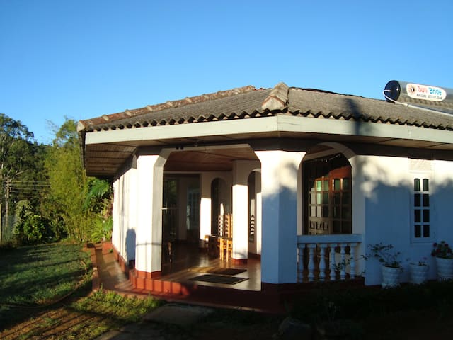 1 ANDREWS HOSTEL Private bathroom with hot shower - Nuwara Eliya - Huis