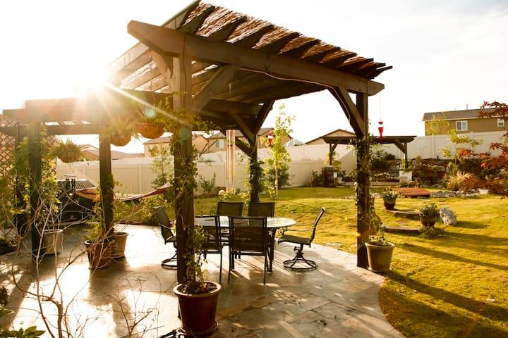 Italian Villa--Complimentary Red Wine w/Stay - Bakersfield - Rumah