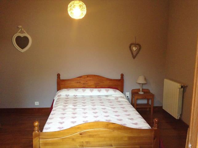 Une chambre dans le Gers - L'Isle-Jourdain - 家庭式旅館